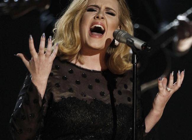Adele estará presente na 70ª edição do Globo de Ouro e apresentará uma das categorias